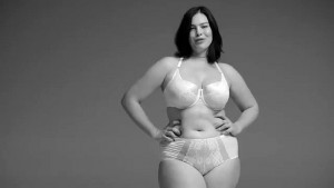 Femme ronde lingerie